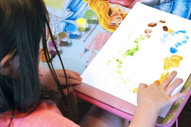 Dotting the Finger Paint Easter Craft