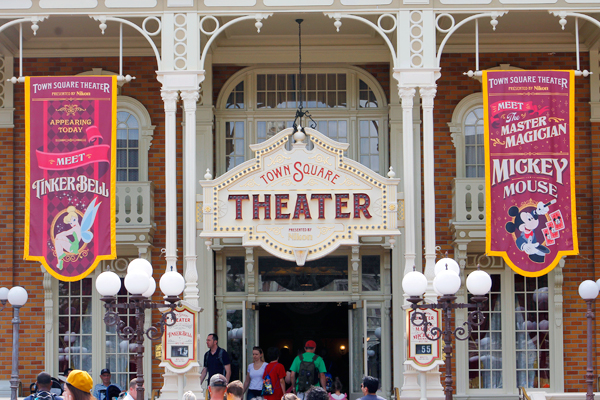 Wait times for Mickey and Tinkerbell at Town Square Theater in Magic Kingdom Park.