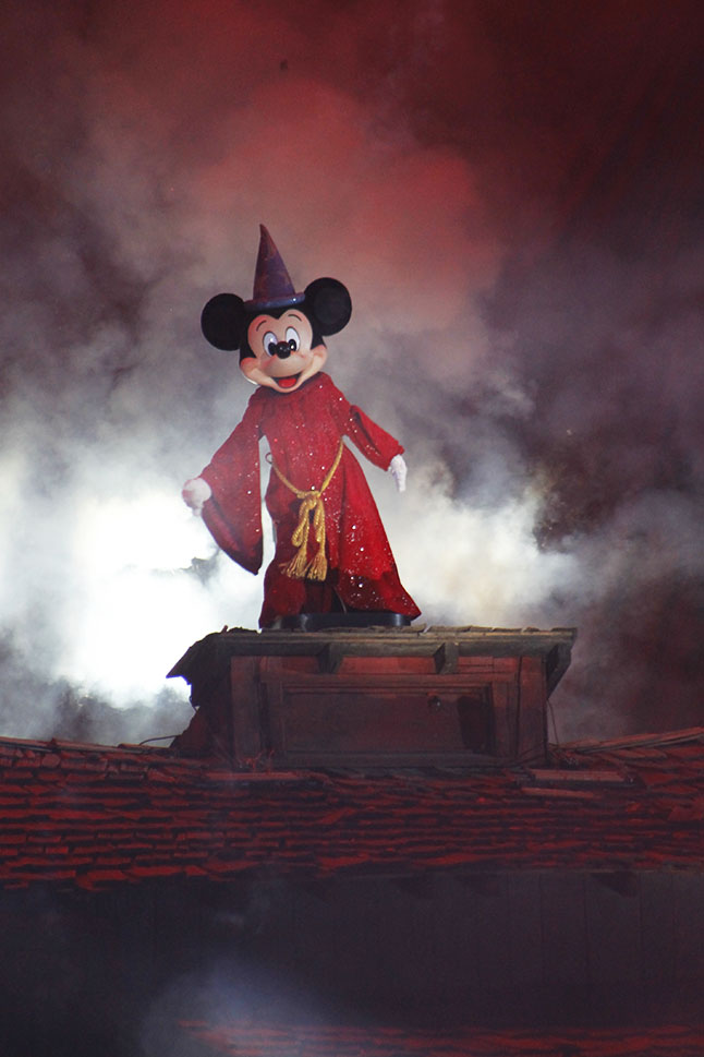 Sorcerer Mickey in Fantasmic!