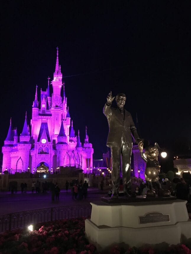 Partners Statue and Cinderella Castle in the background