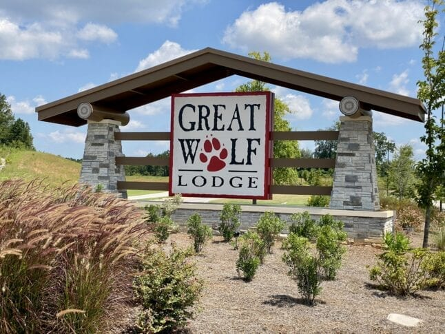 Entrance sign for Great Wolf Lodge in Georgia